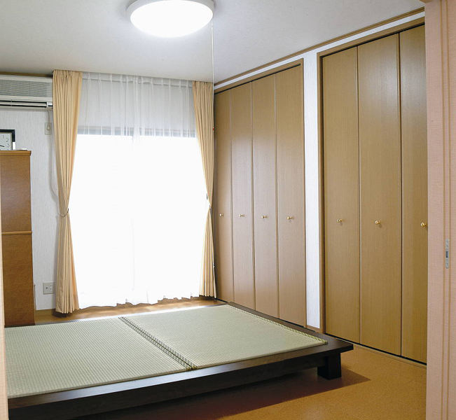 简约日式风格设计卧室原木衣柜设计