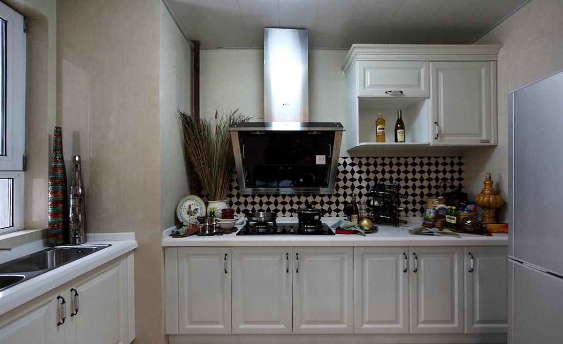 白色简欧厨房调料餐具放置效果图