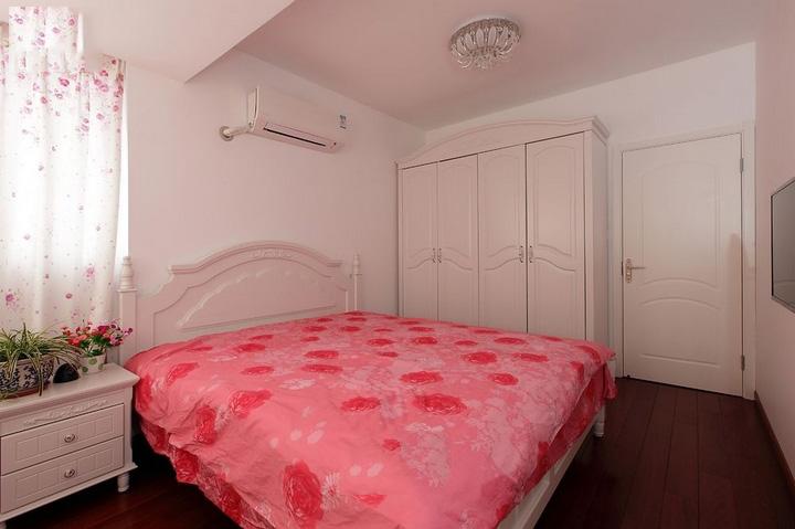 简约韩式卧室米色衣柜装修图片