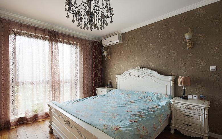 高贵华丽欧式风格卧室丝绸窗帘效果图