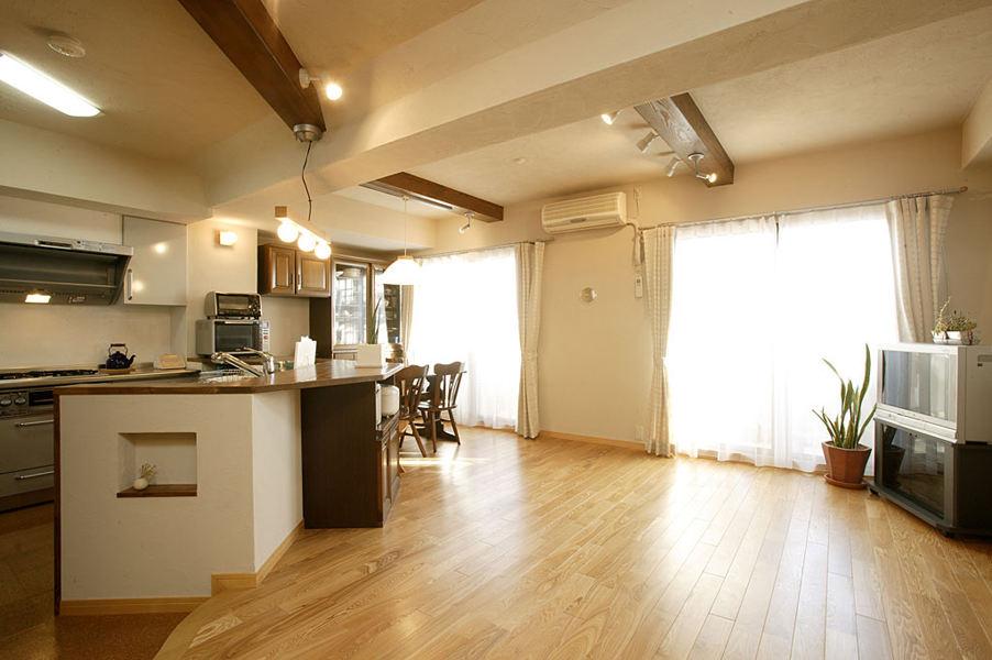 黄白色调简约清新日式一居室家装吊顶设计效果图