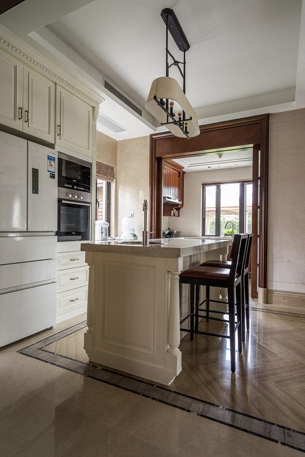 简约中式厨房吧台石英石台面装修图