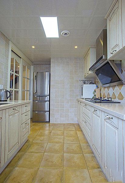 美式复古田园风格厨房奶白色橱柜效果图