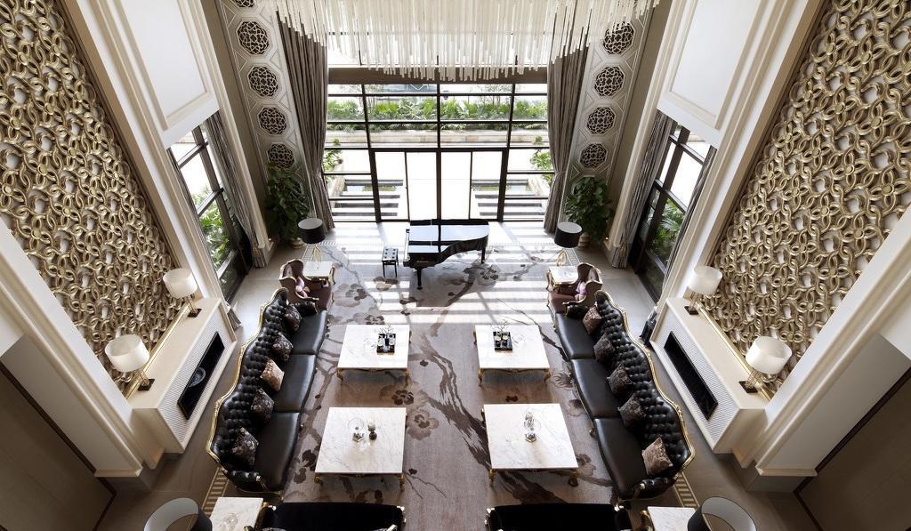 奢华大气现代欧式挑高客厅背景墙效果图