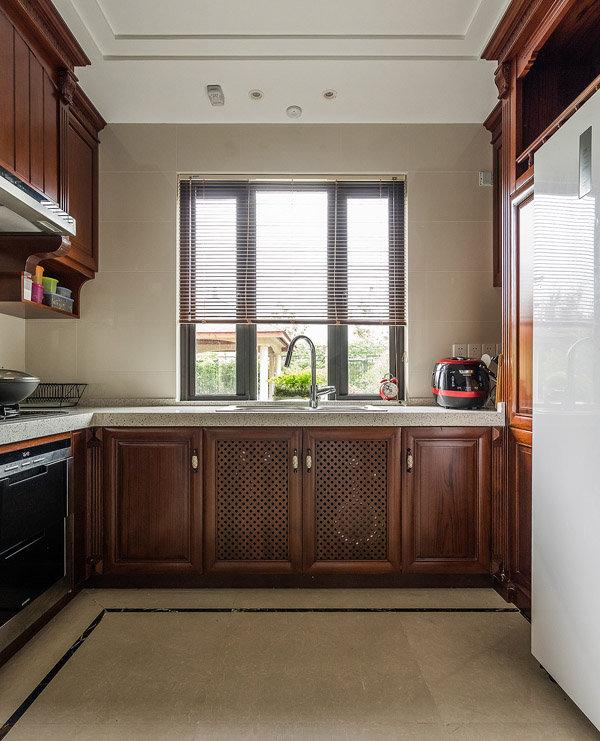 成熟中式风格厨房实木橱柜装修图