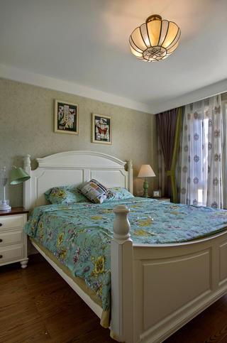 美式田园风卧室背景墙设计效果图