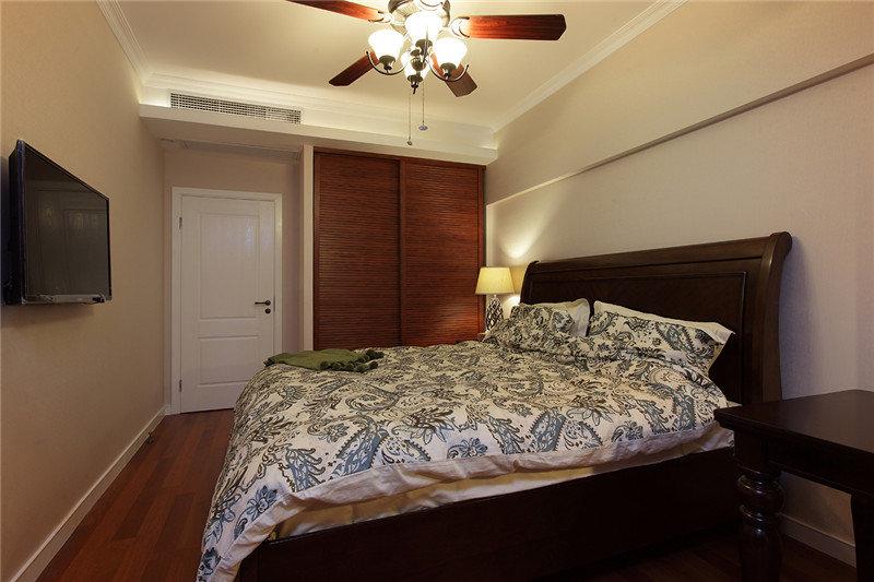 简易摩登休闲美式风格卧室移门衣柜装饰效果图