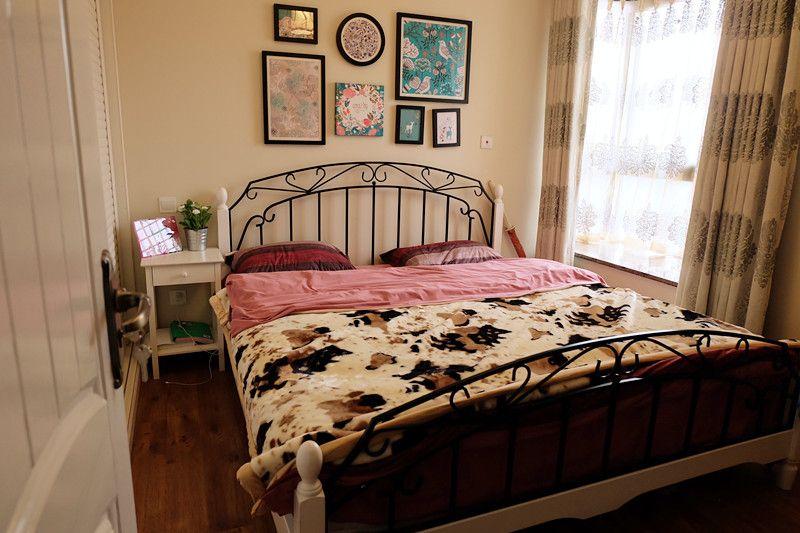 唯美美式乡村风格卧室相片墙装饰效果图