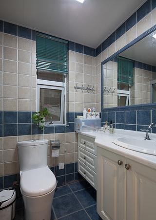 清新美式卫生间瓷砖装饰效果图