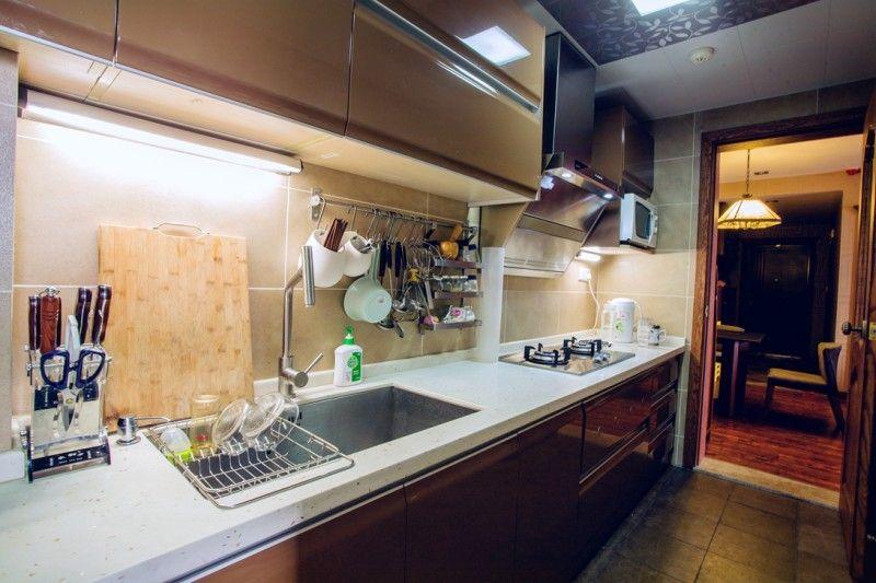 简约现代风小厨房橱柜效果图