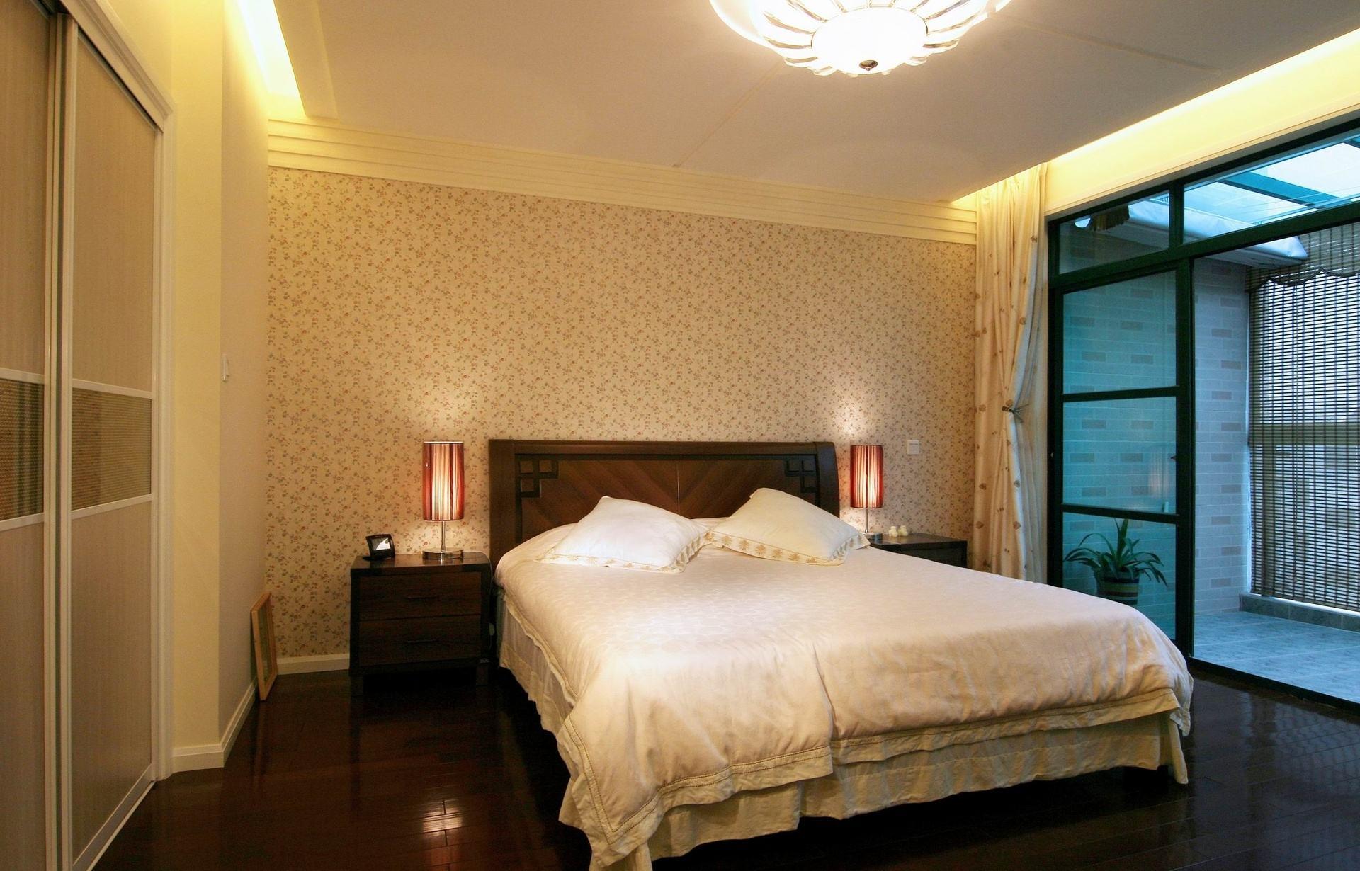 中式风格带阳台卧室设计效果图