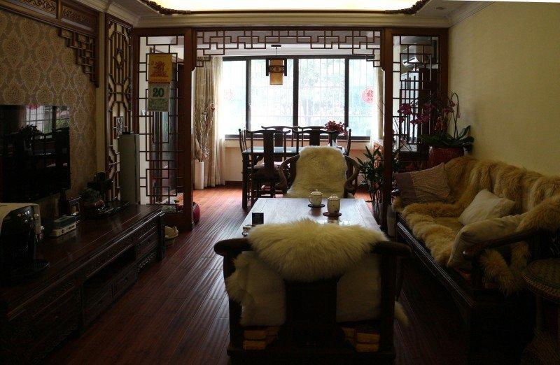 传统中式实木雕花隔断三居室效果图