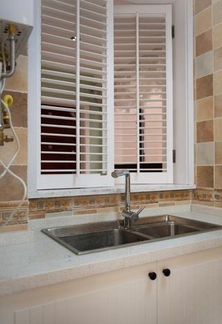 美式现代设计风格厨房百叶窗效果图