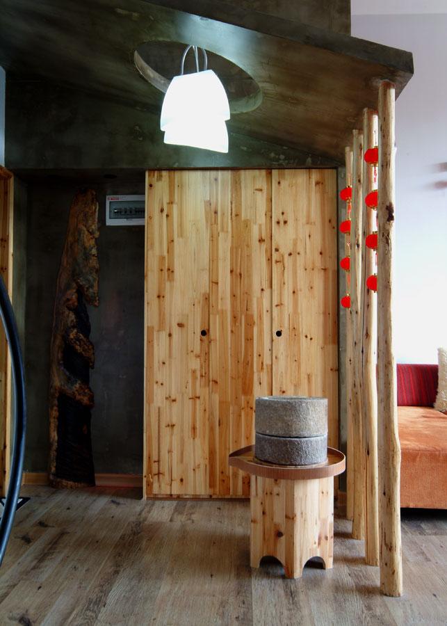 中式田园风格松木玄关设计装修效果图