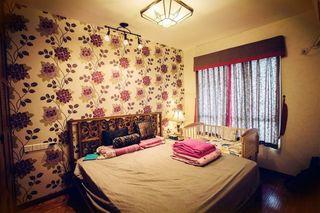 复古田园风卧室花色背景墙效果图片
