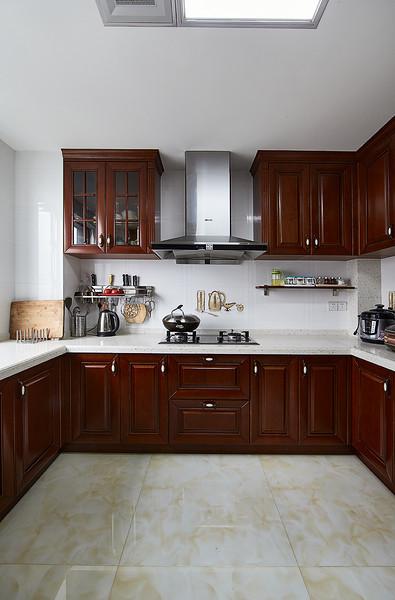 新中式风格实木厨房设计装潢欣赏图