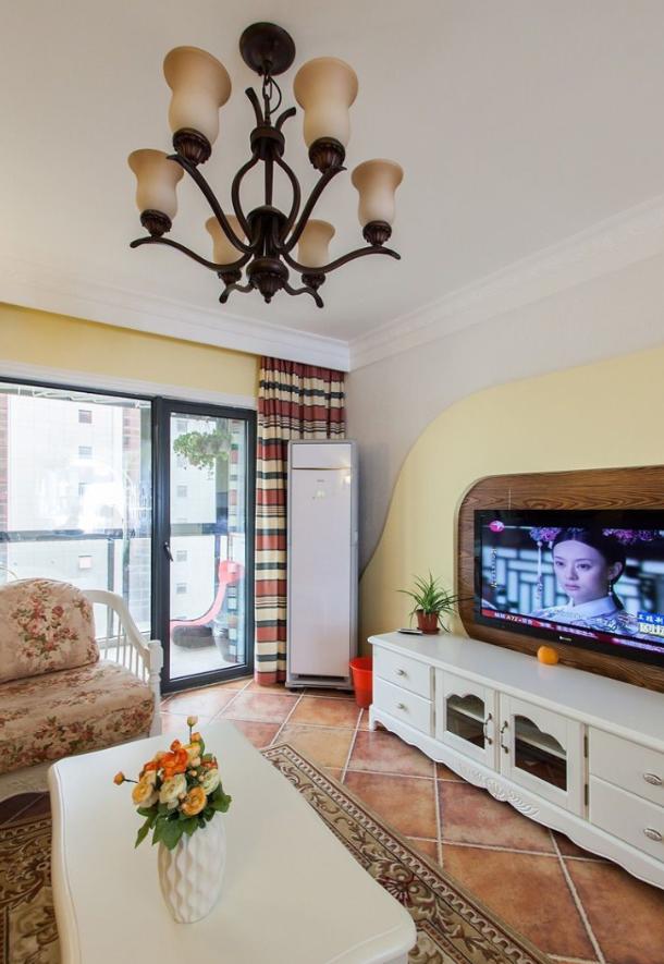 悠闲田园风格小户型客厅吊灯效果图片