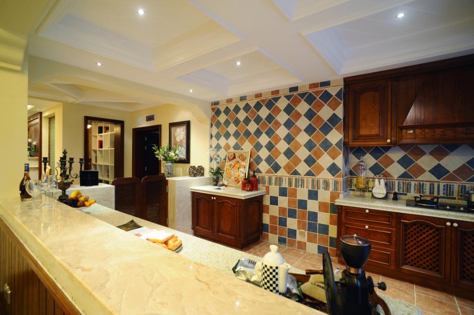复古欧式装修风格别墅厨房方格吊顶效果图片