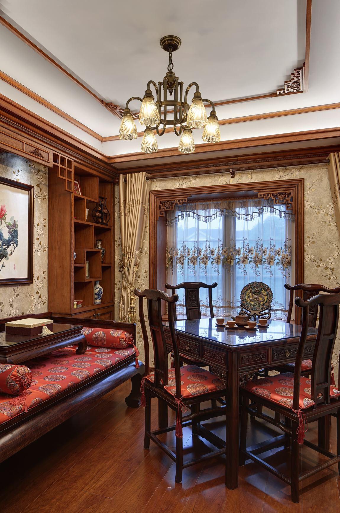 经典美式复古别墅餐厅餐桌搭配欣赏图