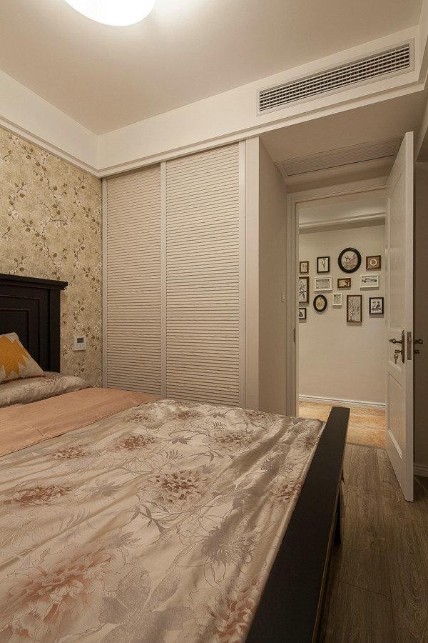 清新美式风格卧室推拉门衣柜效果图