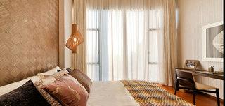 现代简中式卧室落地窗装饰效果图