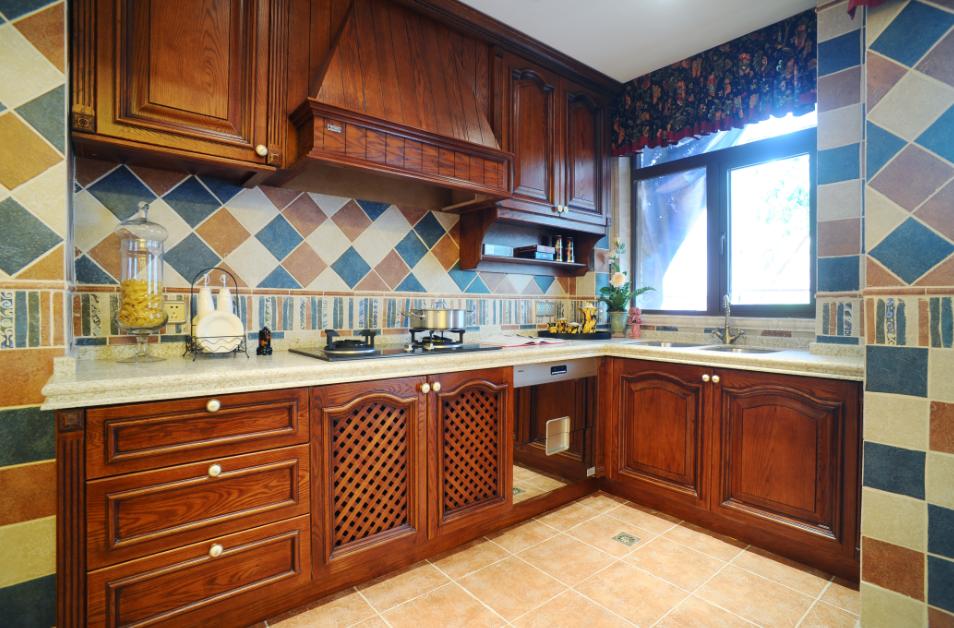 复古欧式装修风格别墅厨房实木橱柜效果图片