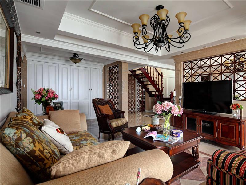 休闲时尚复古美式田园小复式客厅实木装饰图