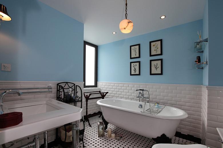 经典蓝色唯美美式卫生间装潢效果图