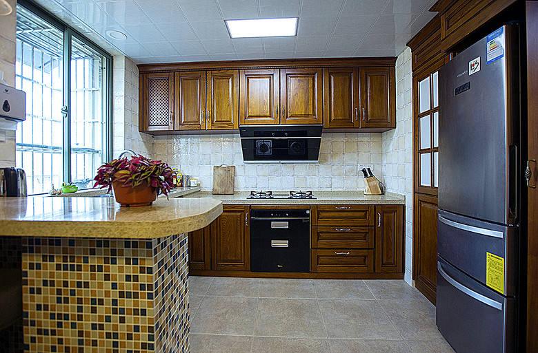 复古美式厨房实木橱柜效果图