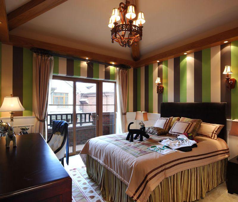 复古华丽欧式卧室竖条纹背景墙设计