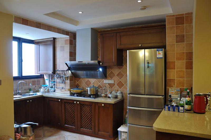 色彩多样地中海风格厨房设计室内装修效果图