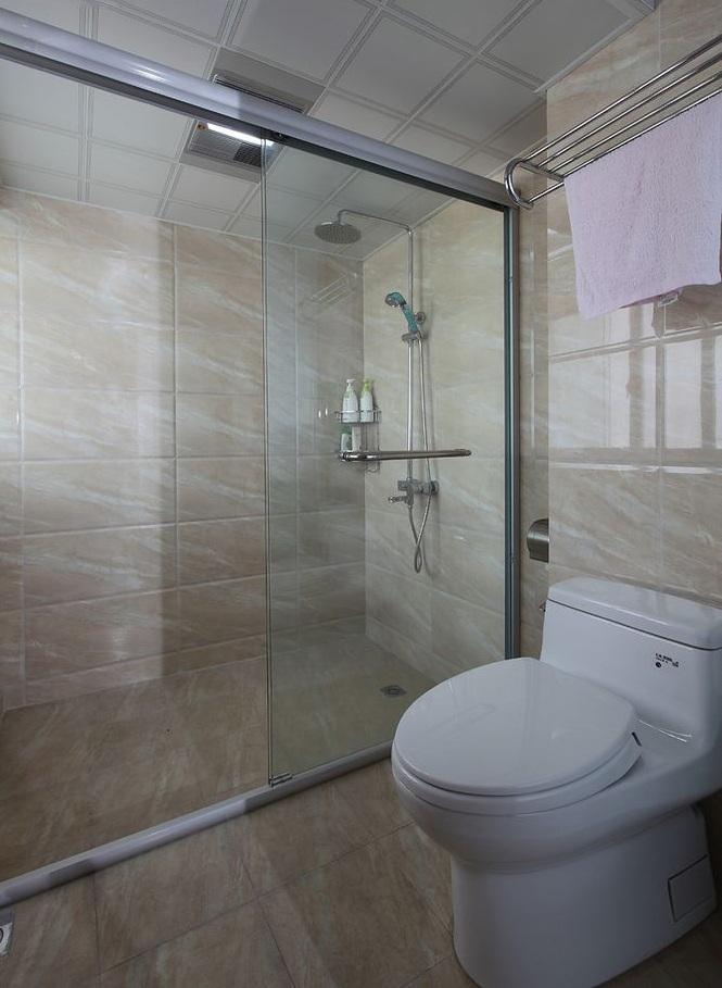 现代风格设计卫生间淋浴房设计效果图