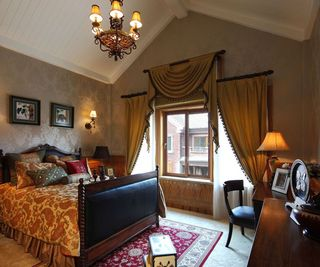 奢华欧式卧室斜顶窗帘效果图