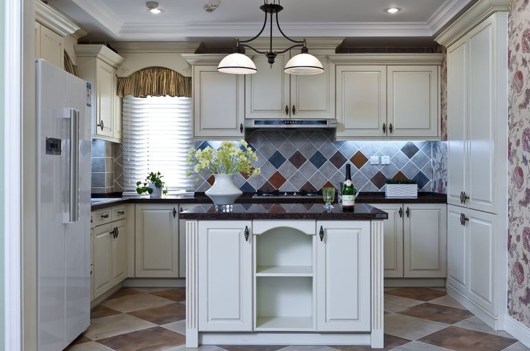 美式复古厨房白色橱柜效果图