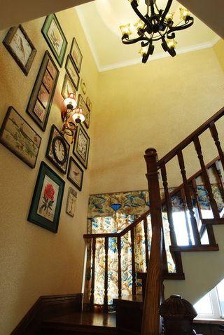 复古美式风格复式楼梯相片墙效果图片