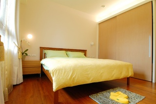 明亮清新现代风格卧室移门衣柜设计效果图