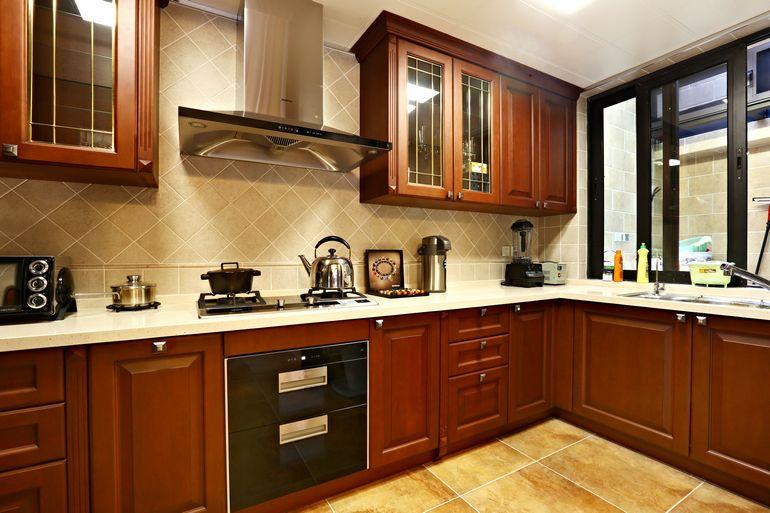 美式复古厨房实木橱柜效果图