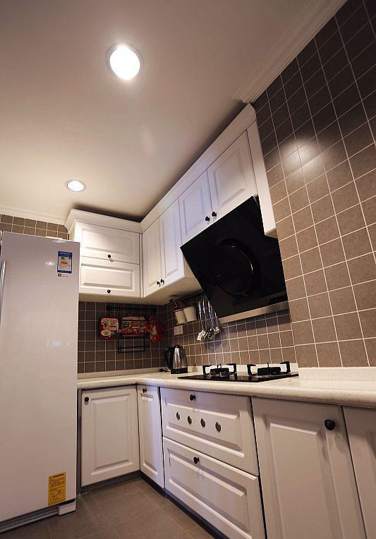 美式风格厨房白色橱柜效果图