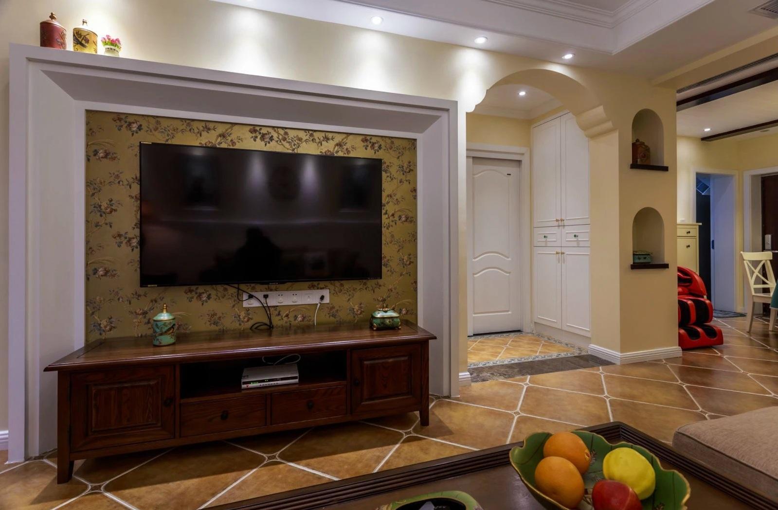 美式复古客厅碎花电视背景墙装修效果图