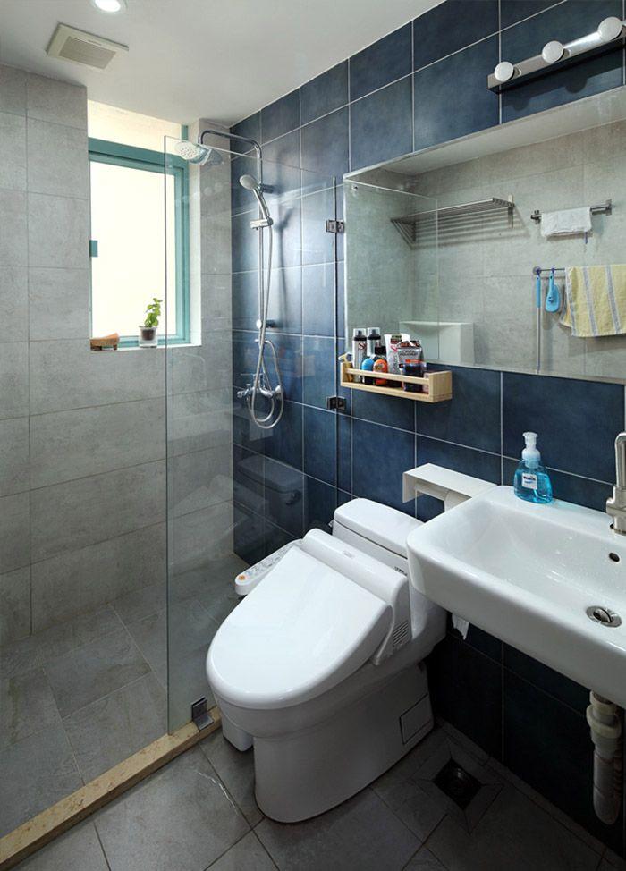 现代蓝调混搭洗手间个性背景墙效果图