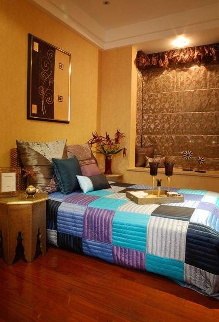 色彩斑斓东南亚风设计卧室软装装修图