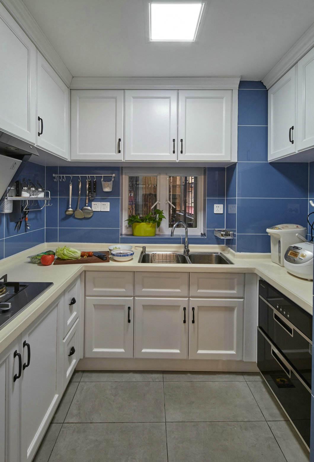 简约美式风厨房白色橱柜效果图