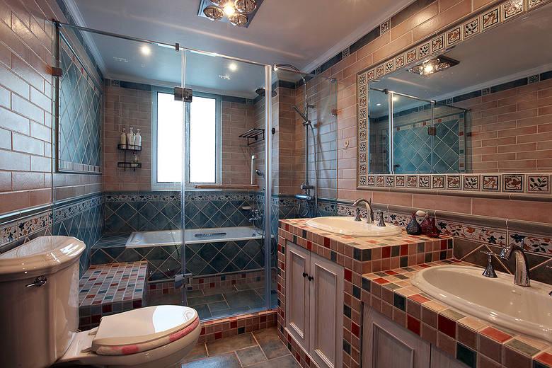 温馨复古美式卫生间腰线设计装潢效果图