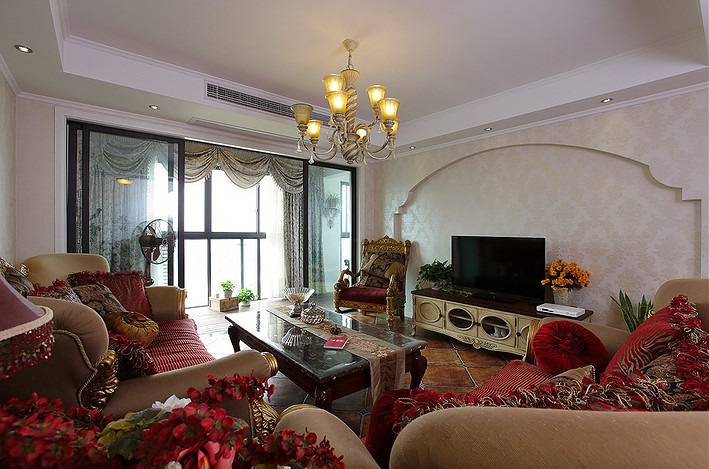 华丽欧式复古客厅电视背景墙装饰案例图