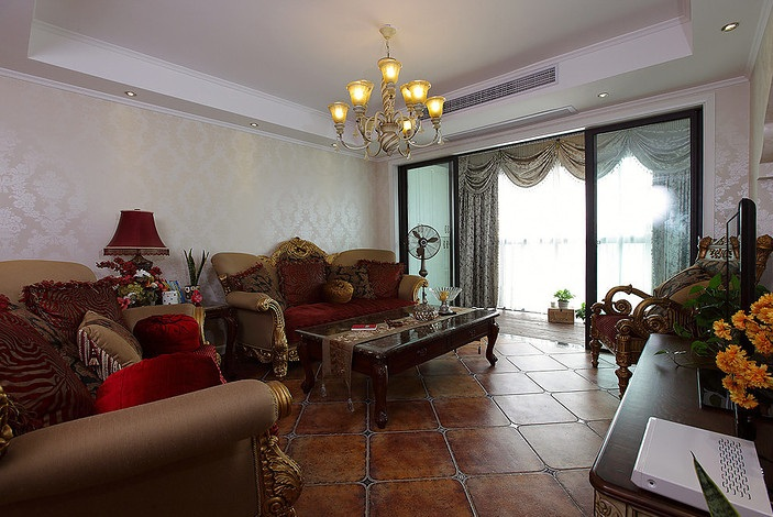 华丽欧式复古三居客厅设计装修案例图
