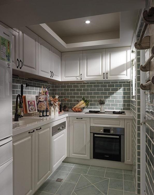 简欧复古风厨房白色橱柜效果图
