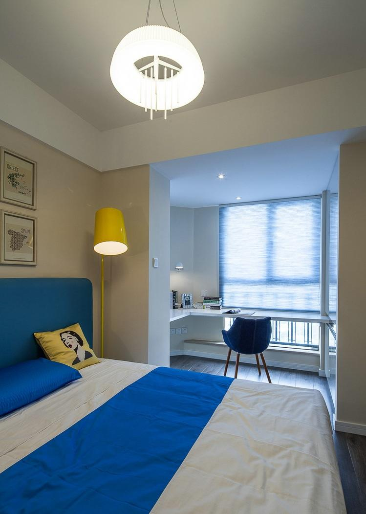 舒适清爽现代风卧室书房一体图片