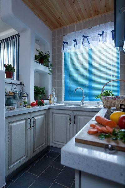 地中海小厨房可爱蓝色窗帘效果图