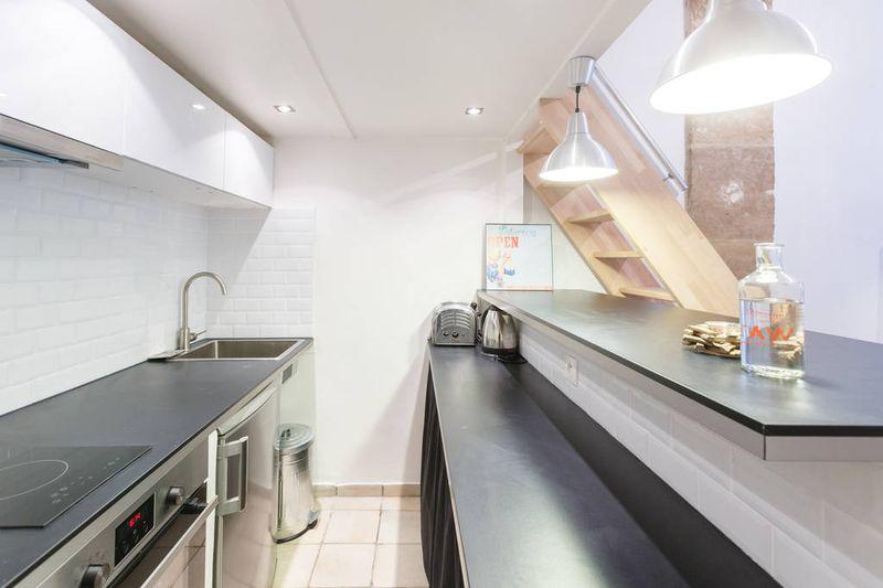 简约现代风厨房不锈钢橱柜效果图