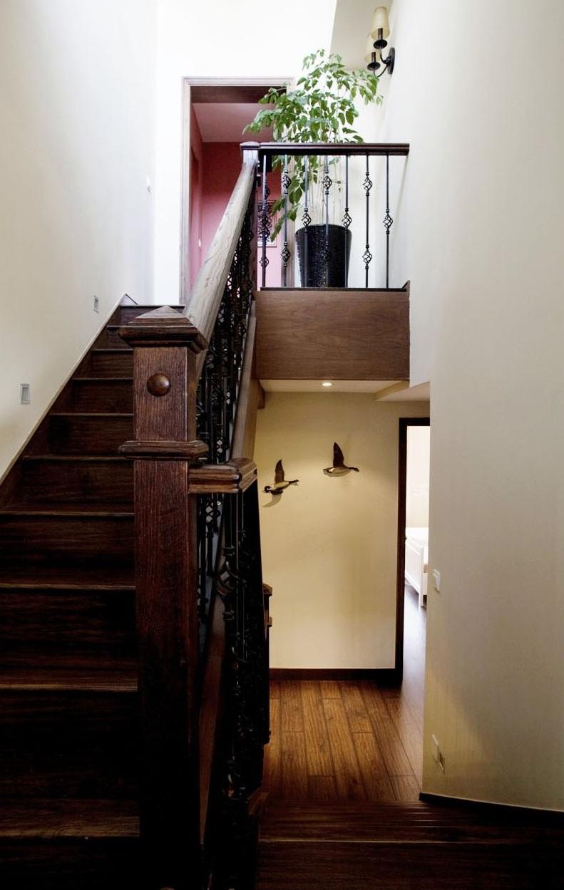 欧式古典复式实木铁艺楼梯效果图